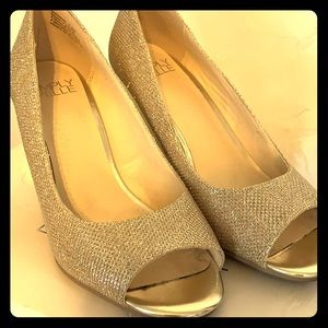 Shoes - Simply Pelle Gold Wedges.